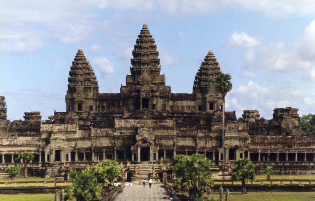 Khmer Empire Discovery 5 days, daily Angkor temple tour